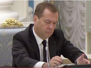 На видео также присутствует президент РФ Владимир Путин