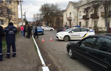 В Мукачево раненого наркоторговца обнаружили с неразорвавшейся гранатой в рукe