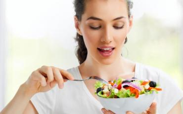 ДІєтолог розповів,як правильно харчуватись у спеку так щей схуднути