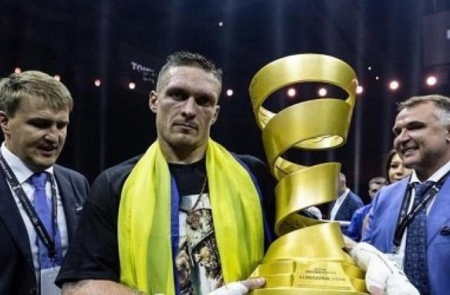 Александр Усик побил Мурата Гассиева истал абсолютным чемпионом мира