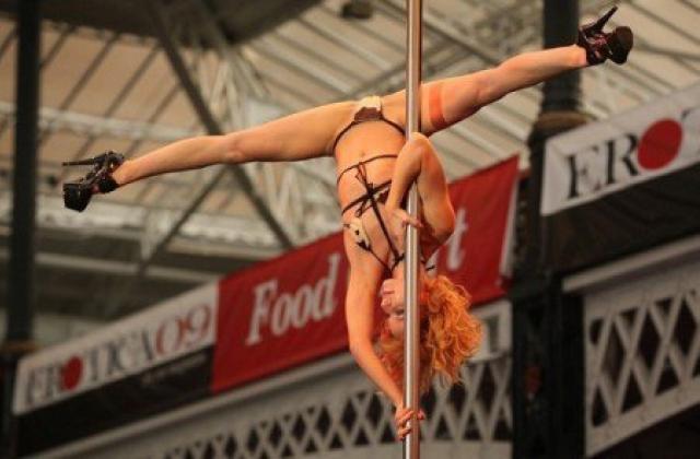 Секс шоу на выставке erotica 2009