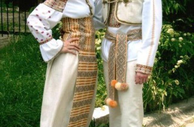 Під весільний вінець в українському національному вбранні (Фото ... 86334d5c6214e