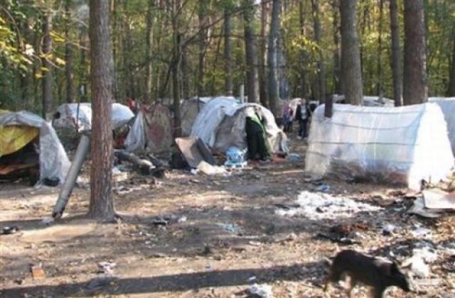 """""""Синдром выжившего"""": активисты воссоздали в центре Киева лагерь ромов, который привлек бездомных с водкой - Цензор.НЕТ 4501"""