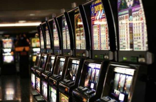 Интернет кафе как игровые аппараты анализ стихотворения казино о.мандельштам