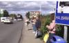 """В Ужгороде возле """"Эпицентра"""" автобусная остановка напоминает камеру пыток"""